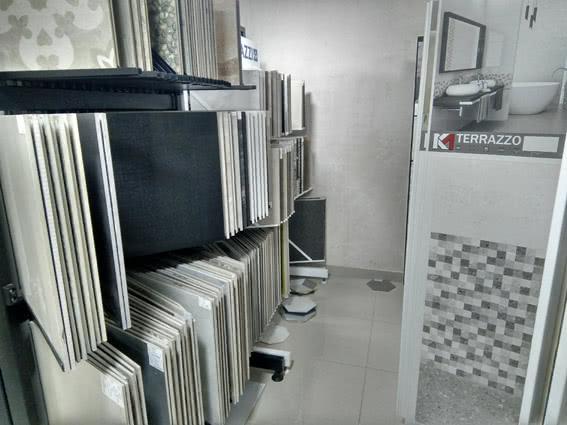 торговий зал магазину плитки ecodesign.studio